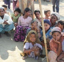 Un gruppo di Rohingya nello Stato Rakhine