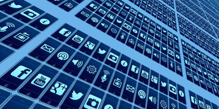 Facebook in declino tra i giovani o è solo un momento?